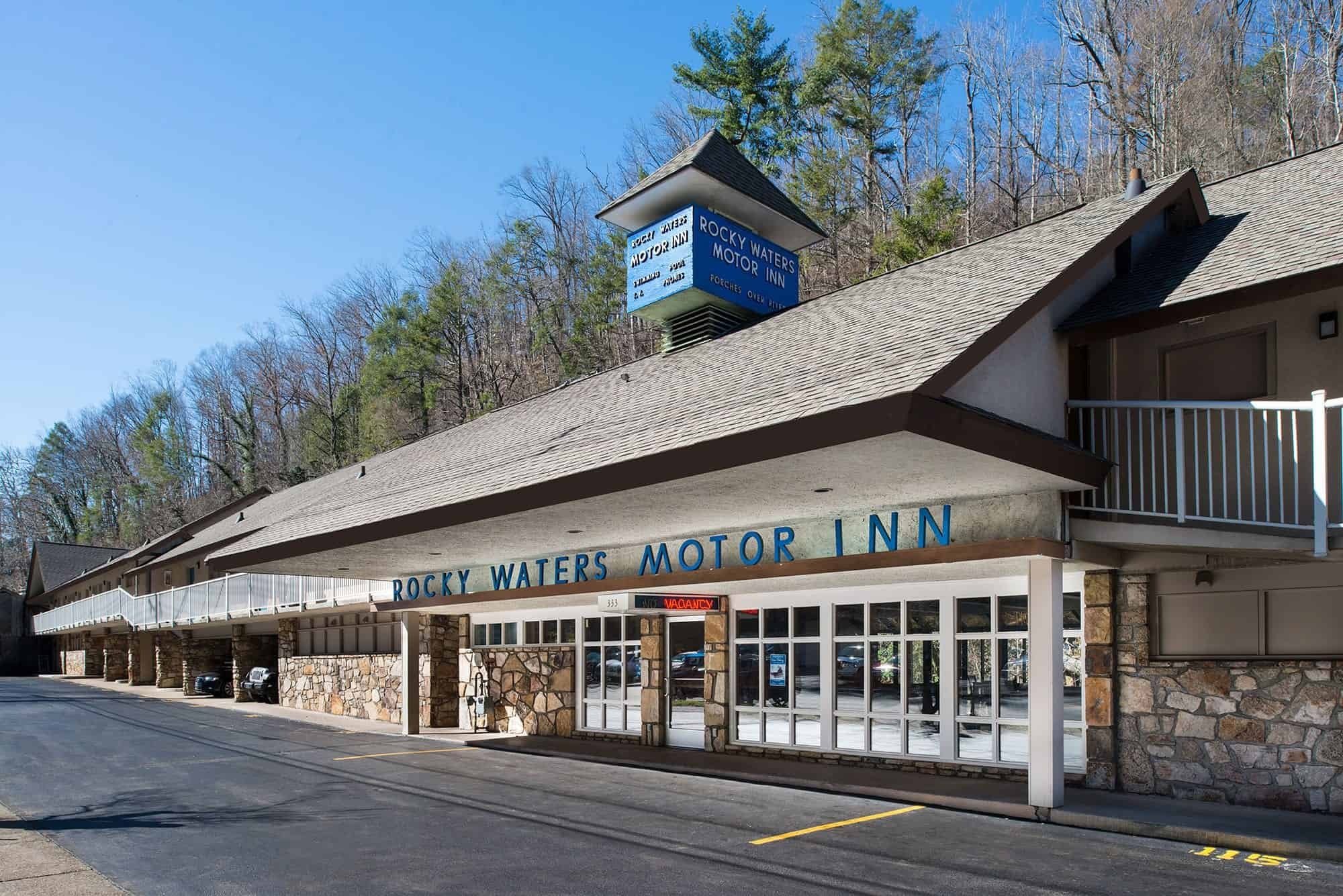 Rocky Waters Motor Inn exterior